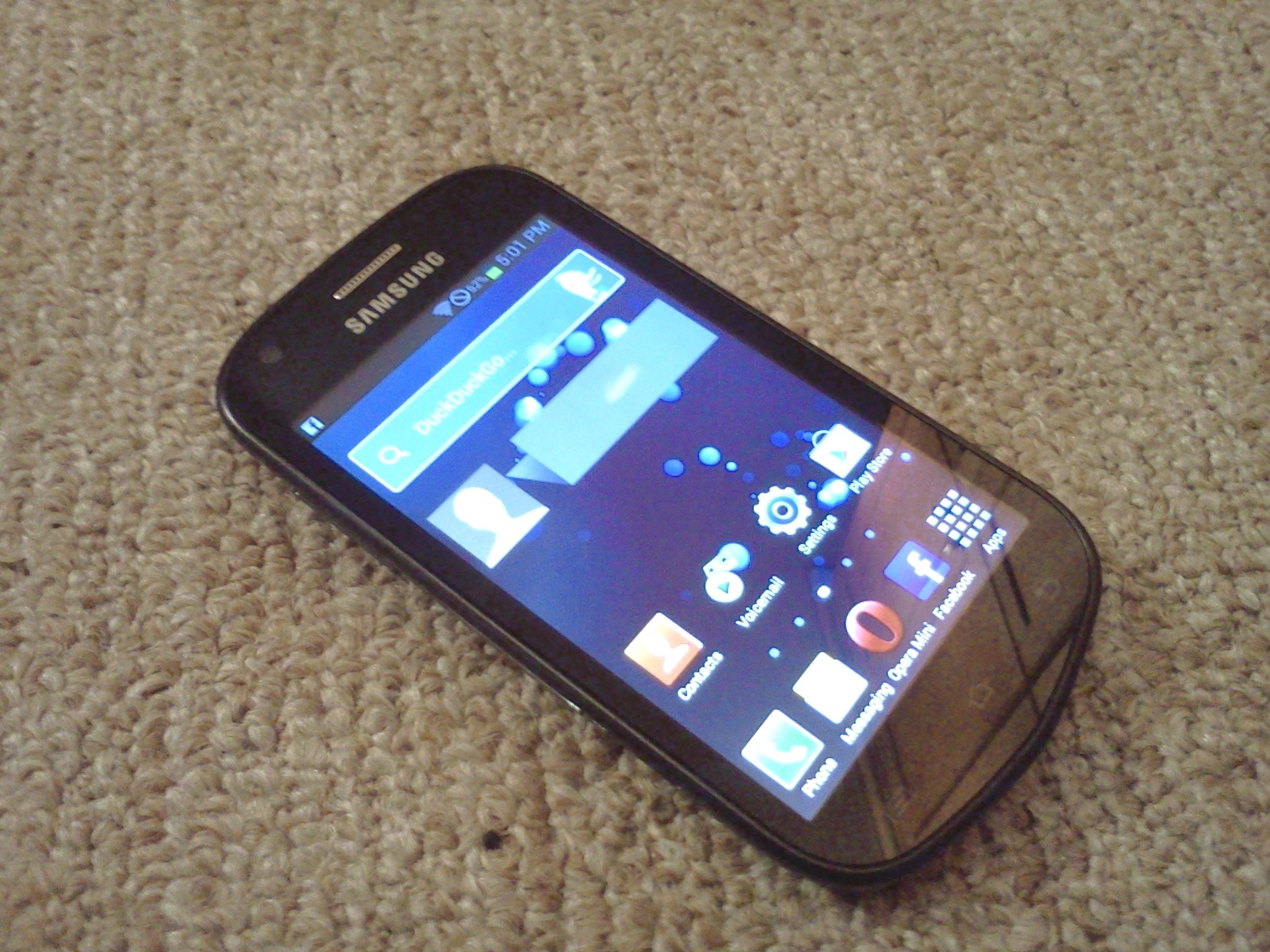 The Samsung Galaxy Reverb, with several new apps installed and the home screen rearranged. Hopefully the last photo to be taken with my old Optimus.